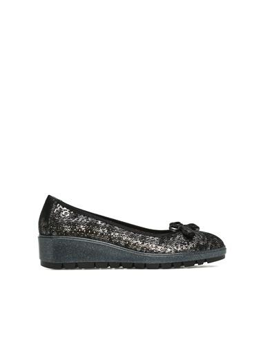 Divarese Divarese 5023408 Delikli Kadın Deri Ayakkabı Siyah